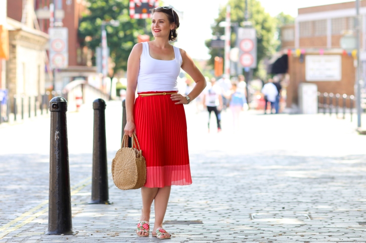 5 stylish and affordable summer weekend outfits - Red pleated midi skirt and white top