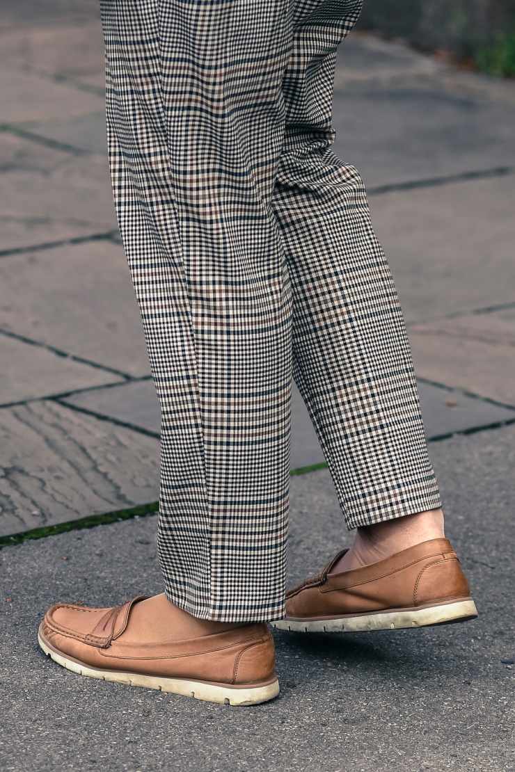 Checked trousers with buckled belt Zara close up